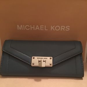 MICHAEL KORS LEATHER CARRYALL WALLET